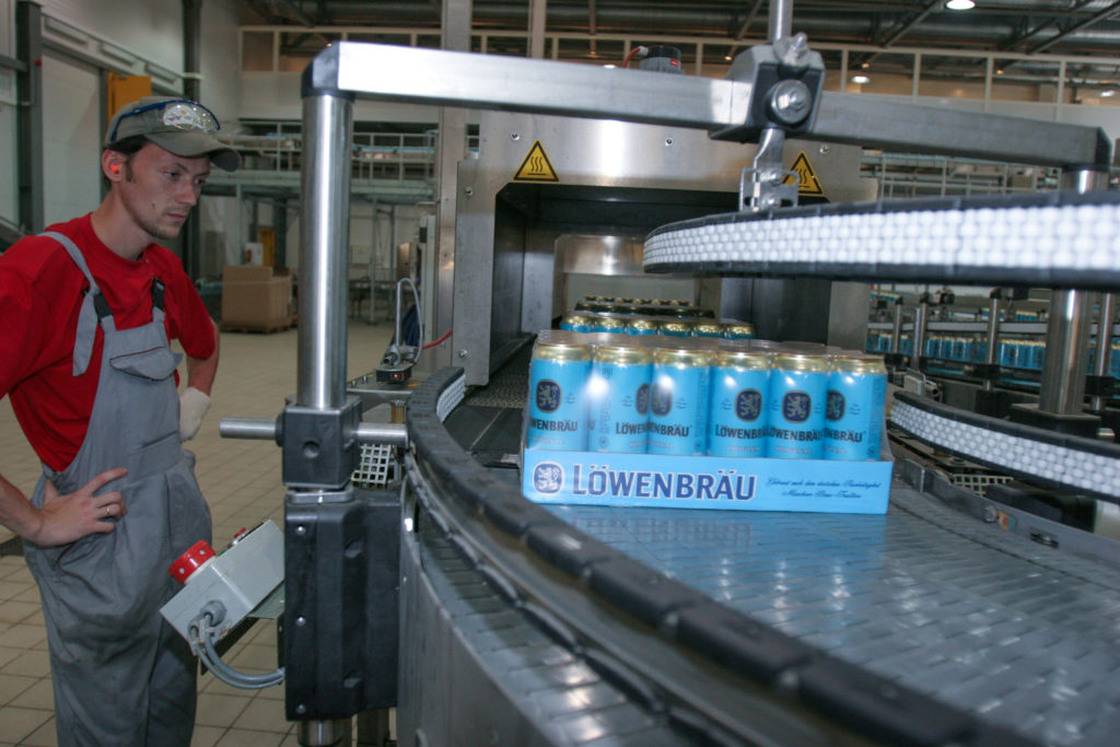 MAN VERSUS MACHINE:   Options in the World of End-of-Line Packaging